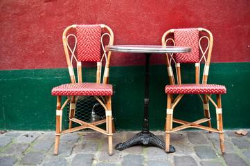 chaises terrasse bristro parisien à Montmartre