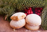 vanilla christmas cookies with powder sugar