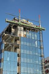 chantier d'une façade en verre d 'un immeuble