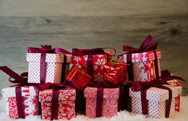 Viele Weihnachtspäckchen