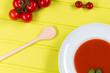 tomatensuppe frisch angerichtet