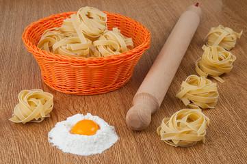 Pastasciutta fatta a mano, con uova e farina.