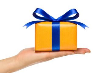 Geschenk mit blauer Schleife