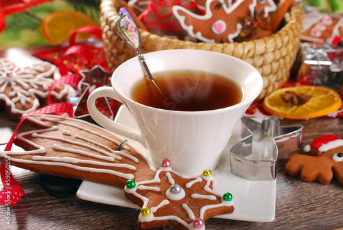 christmas coffee and gingerbread cookies