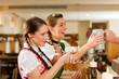 Frauen in Bayerischer Tracht in Wirtschaft