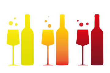 Weingläser und Weinflaschen