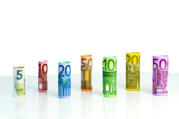 Gerollte Euro-Geldscheine von 5 bis 500