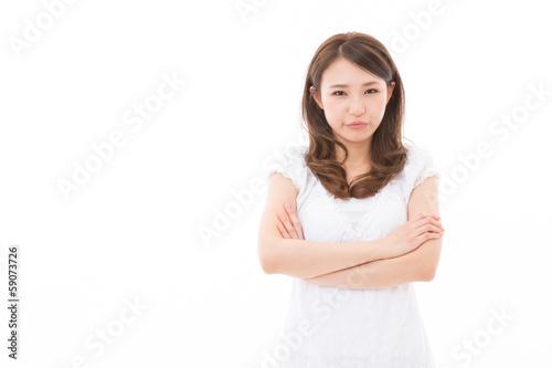若い女性 怒る