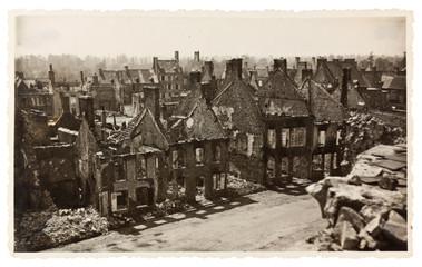 photo ancienne, ville bombardée, guerre mondiale
