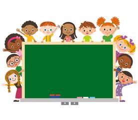 世界の子供と勉強をする子供達
