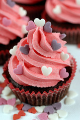 cupcake rosa con cuori