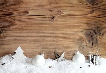 Weihnachtsdeko auf Holztafel