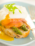 Poached eggs with salmon and asparagus on toasted bread