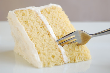 yellow cake with white vanilla frosting