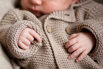Petites mains de bébé