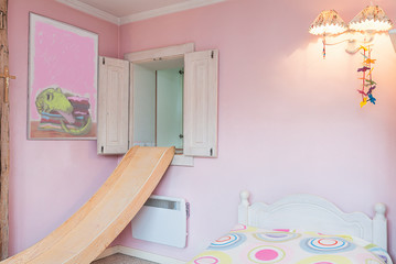 Vintage mansion - pink wall
