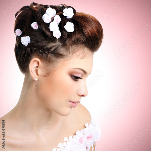 bride with beauty make-up and hairstyle
