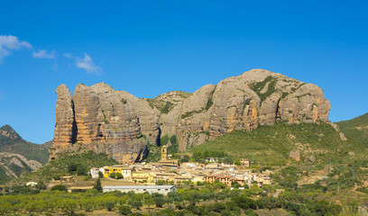 Aguero is a municipality located 43 kilometers from Huesca.