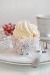 White cupcakes for white cream