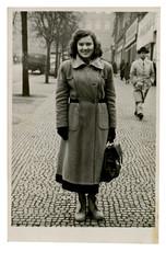 CIRCA 1948   young woman