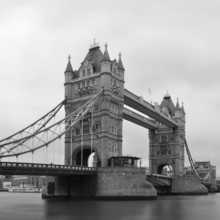 Tower Bridge en noir et blanc
