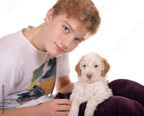 Junge mit Lagotto Romagnolo Welpe