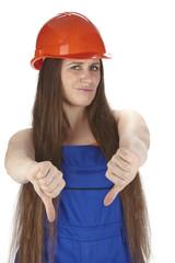 Handwerkerin mit Blaumann und Schutzhelm