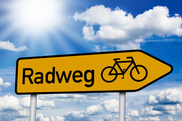 Wegweiser mit Radweg