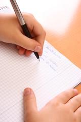 Linkshänder beim Schreiben