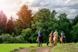 Idyllischer Ausritt - Gruppe Reiter Pferde - Horse Riding - 59153353