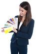 Farbauswahl im Geschäft - neue Farbe für die Wände