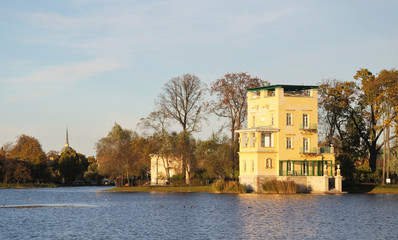 Peterhof, Holguin pond