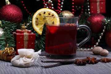 mulled wine with spice and christmas tree