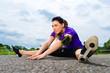 Sport und Fitness - Junge Frau draußen