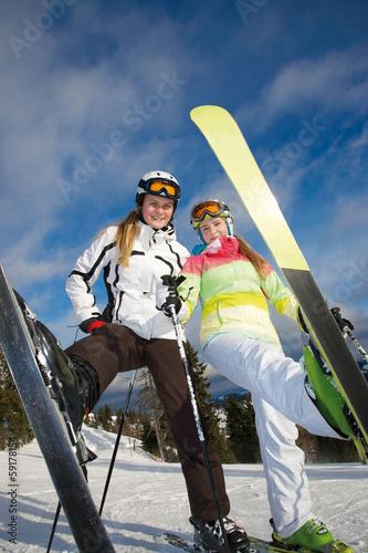 Junge Skifahrerinnen