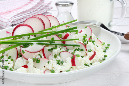 Cottage cheese with radish and chives - 59178395