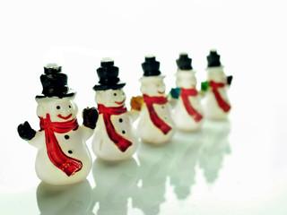 Pequeños muñecos de nieve