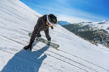 Snowboarder freestyle