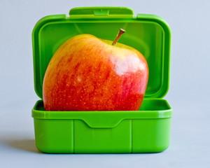 grüne box mit apfel