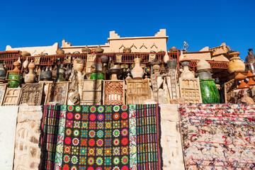 marokkanisches Kunsthandwerk in einem Shop in Ouarzazate