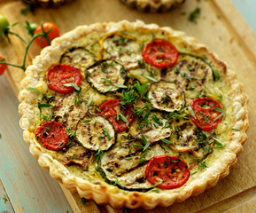 Zucchini quiche with tomato and herbs