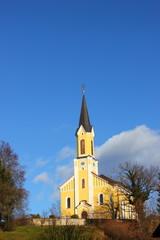 Kirche von St. Johann-Köppling im Spätherbst bzw. Winter