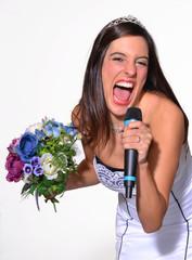 Novia celebrando y cantando en fiesta de boda,matrimonio.