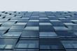 Blaue Fensterfassade