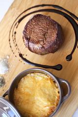 Morceau de bœuf et gratin de pommes de terre