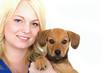 blonde Frau mit Welpe