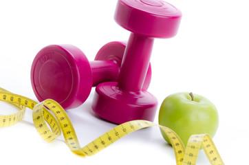 gewichte, maßband und apfel