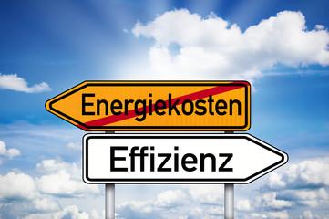 Wegweiser mit Energiekosten und Effizienz