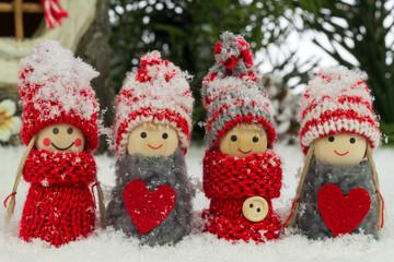 kleine Wichtel im Schnee