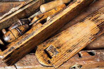 vecchi utensili per lavorazione legno